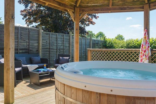 Hen cottage hot tub